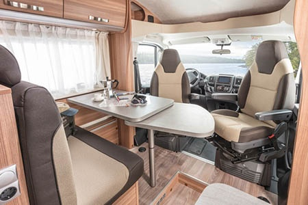 Innenansicht Apollo Motorhome Holidays Family Traveller Plus