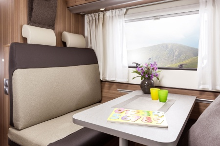 Innenansicht Bunk Campers Vista Plus 4-Bett Campervan