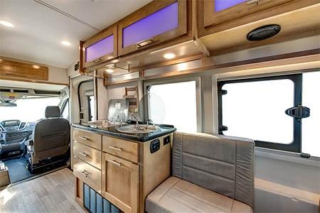 Innenansicht CanaDream Deluxe Van Camper DVC
