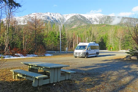 Aussenansicht Westcoast Mountain Campers Deluxe Van Camper DVC