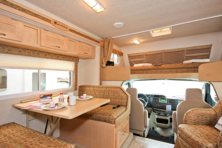 Innenansicht Four Seasons RV Rentals C-Large