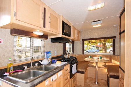 Innenansicht Four Seasons RV Rentals C-Small