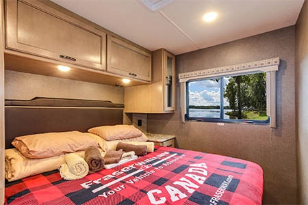 Innenansicht Four Seasons RV Rentals C-XLarge
