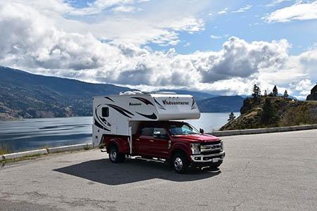 Aussenansicht Fraserway RV Rentals Truck & Camper TC