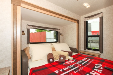 Interior view - Four Seasons RV Rentals, Adventurer 4
