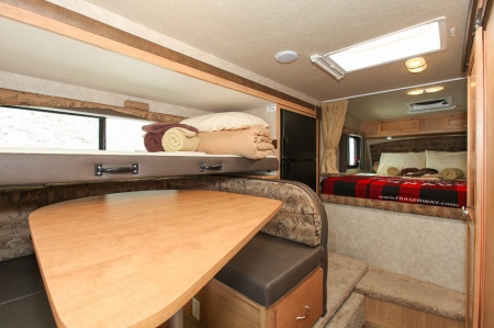 Innenansicht Fraserway RV Rentals Truck & Camper TCB