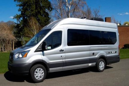 Aussenansicht Four Seasons RV Rentals Van Conversion
