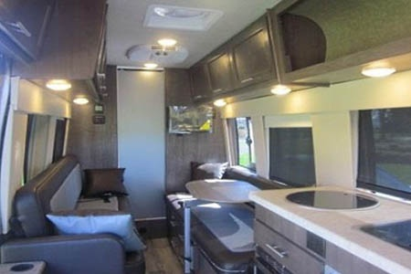 Innenansicht Fraserway RV Rentals Van Conversion VC