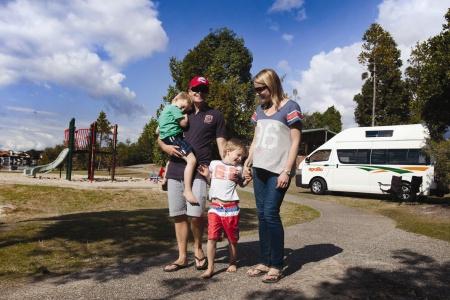 Aussenansicht Apollo Motorhome Holidays Endeavour Camper